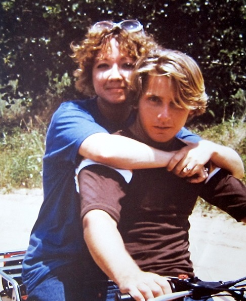 whoop-de-fuckin-do:  Emilio Estevez and SE Hintonfrom SE hinton's twitter  wow emilio way to be perfect