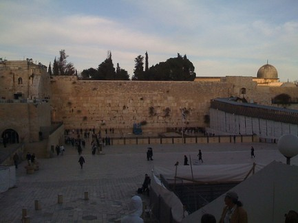 "israelscouts:  Israel Photo of the Day - ""Friday Evening at the Kotel"" This picture of the Kotel on Erev Shabbat makes us long for Israel. As the saying goes, ""Libi b'Mizrach, v'anochi b'sof Maarav"" - ""My heart is in the East, and I am in the farthest West."" Shabbat Shalom to everyone - have a peaceful and relaxing weekend!"