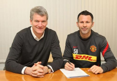 Ryan Giggs has signed a 1-year extension (until 2013) with Manchester United.