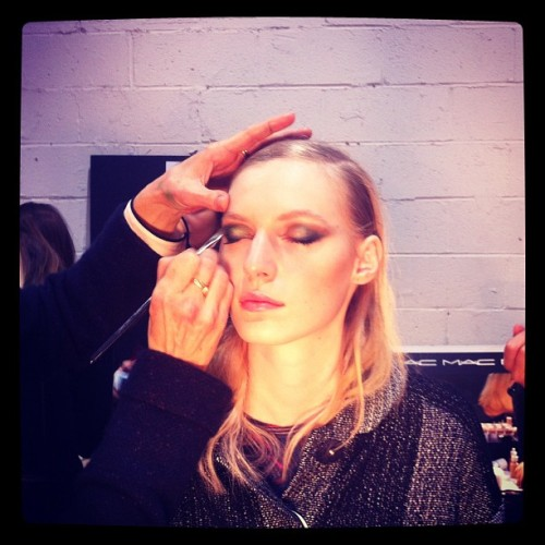officialstyledotcom:  Elongated, smudged teal eyeliner for a 1940s Hollywood-meets-Ming Dynasty feel. (Taken with instagram)