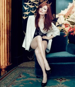 Julianne Moore makes 50 years old look FABULOUS!!!