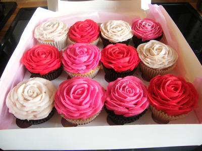 Valentine's cupcakes by www.daisycakes.me.uk on Flickr.