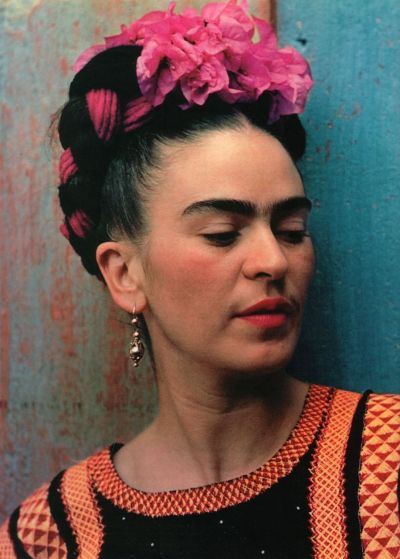 scarlettjoys:  i want to do my hair like this   Frida khalo