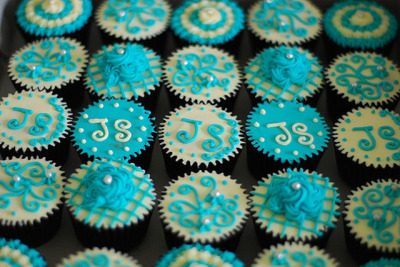 HCC012-2011. Turquoise colour hantaran cupcakes by impiankitchen@gmail.com on Flickr.