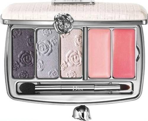 I'm in love with this gorgeous make up palette- Garden Clutch from Dior's Spring 2012 collection.