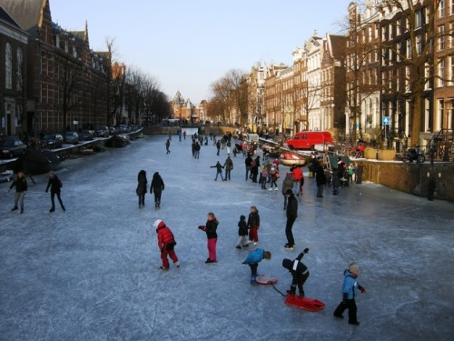Canals Freeze in Amsterdam, The Netherlands - CNN iReport Resembling a painting by one of the Dutch masters, this was the  scene in Amsterdam on February 8, 2012 as children and adults took to  the ice on the frozen Kloveniersburgwal canal.  -iReporter Cecily Layzell  I've always wanted to skate on canals! This is so neat.