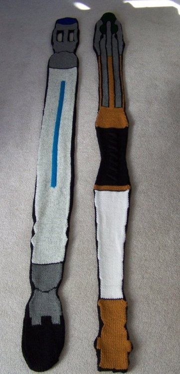 doctorwho:  Sonic Screwdriver Scarf anchorsandmoons:  They're Scarfs  http://www.etsy.com/listing/82212499/11th-doctors-sonic-screwdriver-scarf