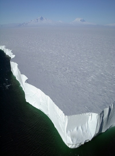 travelingcolors:   Antarctica … breathtaking.