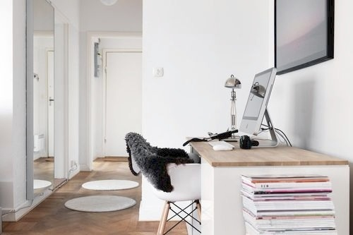 d-o-l-c-e:  i would love to have a desk like this. x
