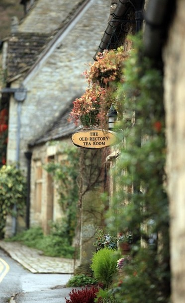 tea room in the centre of the village of Castle Combe