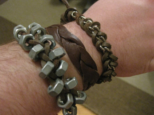 DIY Masculine Bracelets Tutorial Roundup. Thanks, I Made It made more masculine versons of popular bracelet tutorials. She lists all the tutorials on her site here.