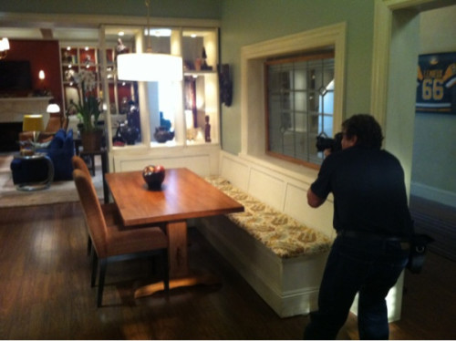 wellsbones:  omelette73:  @samnozik: Fox photo publicity shoot at the new B & B house with @dcoop133 twitpic.com/8ijtxc #Bones  Emily is right! It's an adorable House!