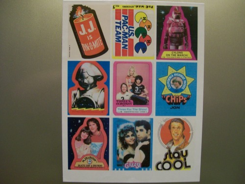 Magnet paper from Staples + pictures of retro stickers from the internet. Next step scissors, then I shall make my refrigerator cool.