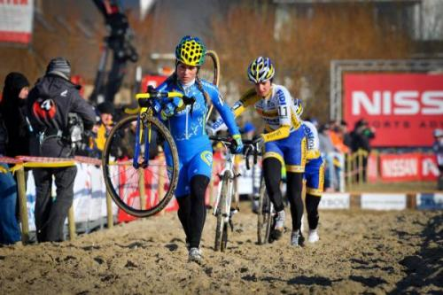 Superprestige Middelkerke 2012: Daphny Van Den Brand (AA Drink - Leontien.nl) Shoulders Her Bike Through A Sand Section, Photos | Cyclingnews.com More photos of the rage on Cyclingnews