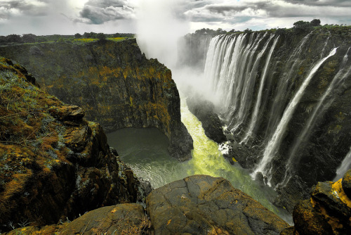 "(via 500px / Photo ""Victoria Falls # 2"" by Aubrey Stoll)"