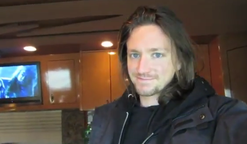 wrathwithinme:  he's like the new aragorn or something, he should play a movie, playing a role as a knight at the time of the middle of nowhere hahahaha