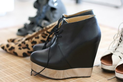 runawayontherunway:  coconelli:  Acne shoes  omg want a pair so bad