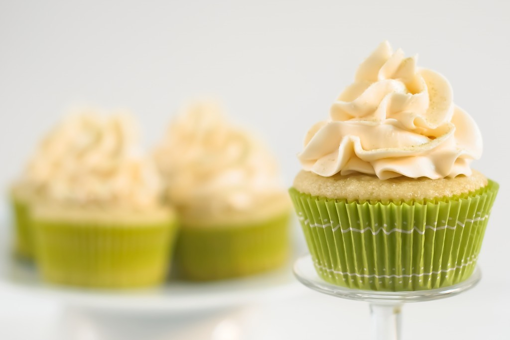gastrogirl:  green tea cupcakes with honey frosting.