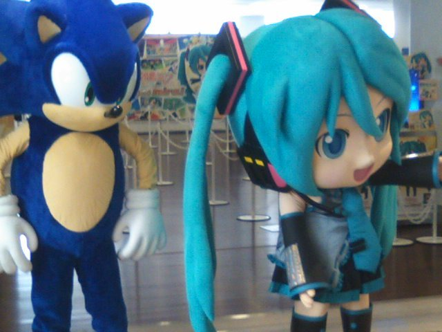 Sonic the Hedgehog being a total creeper behind Hatsune Miku at a recent event. Quit being a creeper, Sonic. Buy: Sonic Generations (PS3, Xbox 360, and 3DS) Find: Nintendo DS/3DS release dates, discounts, & more See also: More Sonic posts