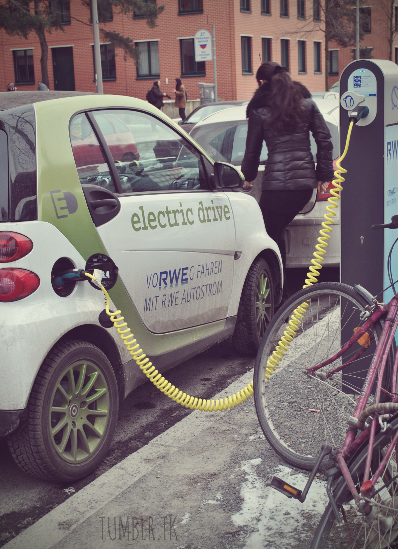 The new type of refueling, after having exchanged a bicycle to an electric car…