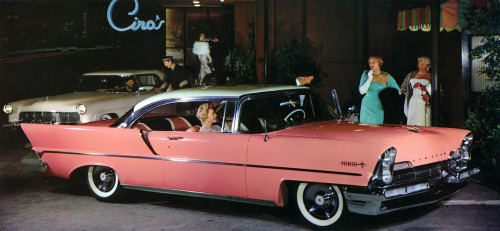 1957 Lincoln Premiere in Starmist White over Flamingo