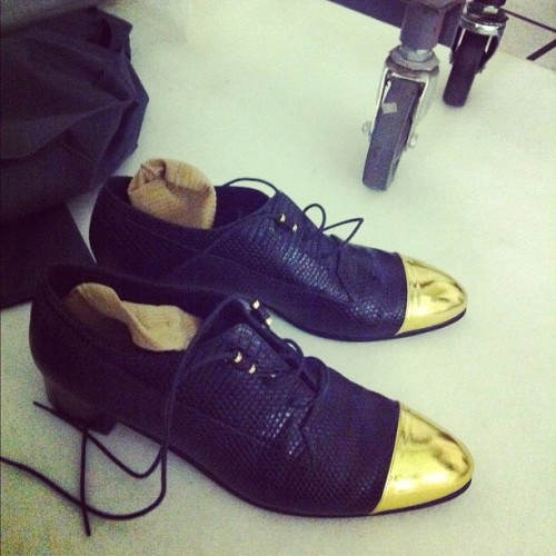 teenvogue:  Gold-tipped Derek Lam oxfords backstage Photographed by Eva Chen  oh.em.gee!