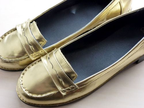 fuckyeahmakingstuff:  J. Crew Inspired gold LoafersOriginal $250 shoes:   Supplies:  1. 30 dollar loafers from Asos.com. (ULTRA SHOE WIN!) 2. Painter's tape from Michael's. 3. Spray paint in white and gold from Michael's. 4. Newsprint paper from Blick. (Old Newspaper works too.) 5. The shipping box from my shoe order. (Or you can cover your work surface with old newspaper.)  Step1:  Tape off the soles of the shoes with painter's tape.   Step 2:  Stuff both shoes with newsprint paper.   Step 3:  Place shoes in protective box (or over newspaper).  Step 4:   Spray paint shoes white.   Step 5:  Let dry for a good couple of hours.   Step 6:  Spray paint the shoes gold.   Step 7:  Let dry for a couple of hours.  Step 8:  Remove painter's tap and newsprint stuffing.   KAPOWWW!   I shall pretend these are designer.      (Source.)