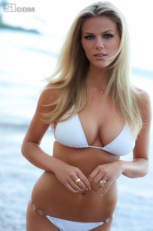 hollywoodsfinestladies:  Brooklyn Decker http://bit.ly/mFT8Fw