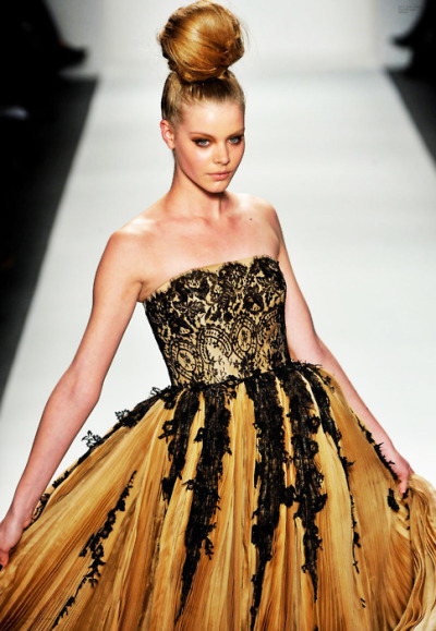 ilivebytherulesoffashion:  Zang Toi   Winter 2011