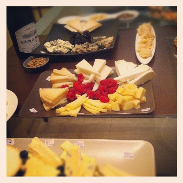 misterzink:  Festival del #queso en casa de @tulygraf  #cheese #photo #instagram #igers #foodporn (Taken with instagram)