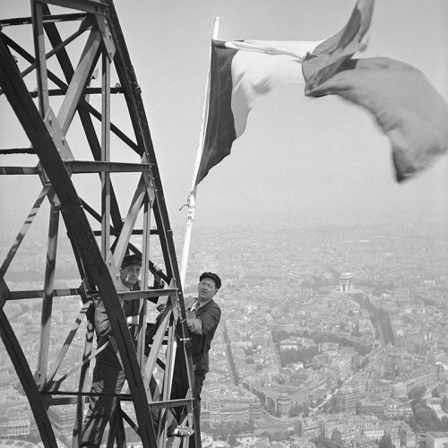 "quatemases:  ""Drapeau Français"" Paris, 1951 From the collections of the Roger-Viollet Agency"