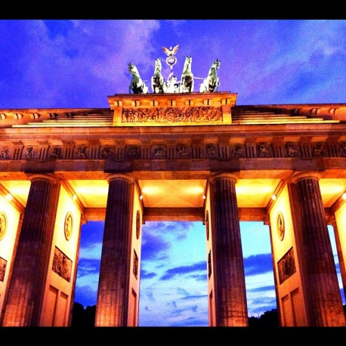 #blue #loveberlin #berlin #architecture #colors #city #iphoneography #sky  (Taken with instagram)