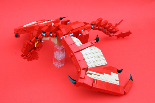 brickd:  Wyvern Attack (by AceBricks)  I think I need this in my life.