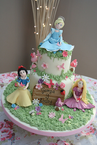 Disney Princess Themed cake (by katiescupcakes)