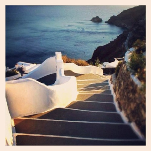 #stairs #steps #sun #sea #sunset #sunlight #santorini #rememberingsummer #gmy #igdaily #instagramitalia #igersitalia #instagram #instamood #instagood #ink361 #igers #ig  (Taken with instagram)