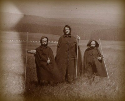thevintagewitch:  Druid family, 1890s, UK