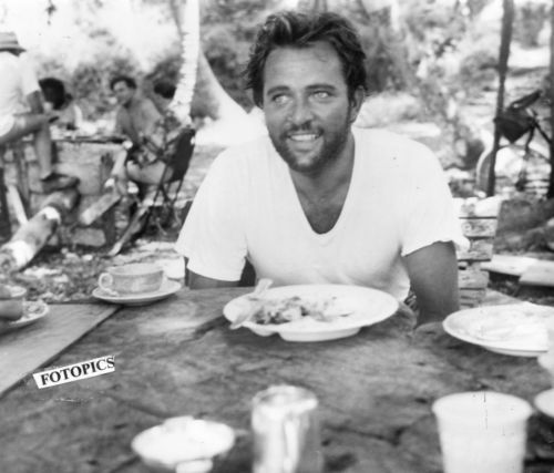 young, a very young Richard Burton haha with beard!!