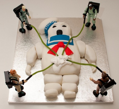 superpunch2:  Stay-Puft Marshmallow Man cake.  Via.