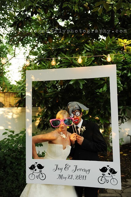 crafty-things:  I love the idea of a photo booth and this is such a unique way of doing it!