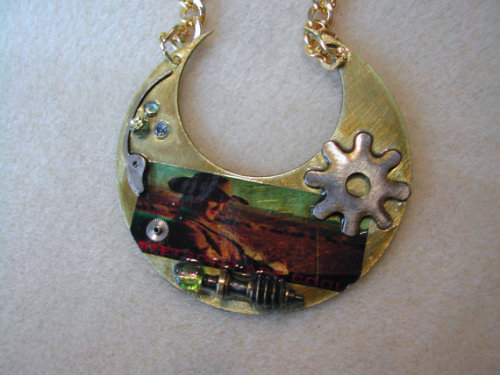 (via Doctor Who Stetsons are Cool steampunk by TimeMachineJewelry)