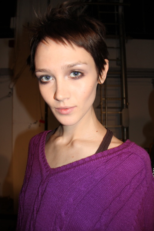 I absolutely love this model/gamine beauty Caitlin (snapped backstage at Derek Lam). oh no, I'm tempted once again to go short with my hair. not good…