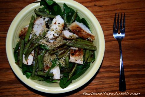 Dinner Tonight! Spinach Quinoa Roasted Green Beans Grilled Chicken Breast Lemon Vinaigrette  Eat Clean!