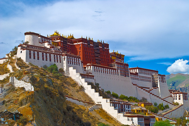 Potala Palace 布達拉宮 by zwz64 on Flickr.