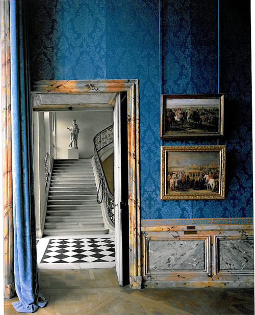 "The restoration of Versailles, photos in the book ""Parcours Museologique Revisite"" by Robert Polidori"