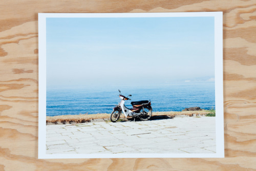 Porfolio picture. Taken in Greece in 2004, this picture dim. 24x30,5cm, handmade C.print was part of a collective unpublished project with POC focused on Athenes before the Olympics. This picture has been shown on the german TV, ZDF. 200$, 180€. Free shipping. contact : thomashumery@gmail.com
