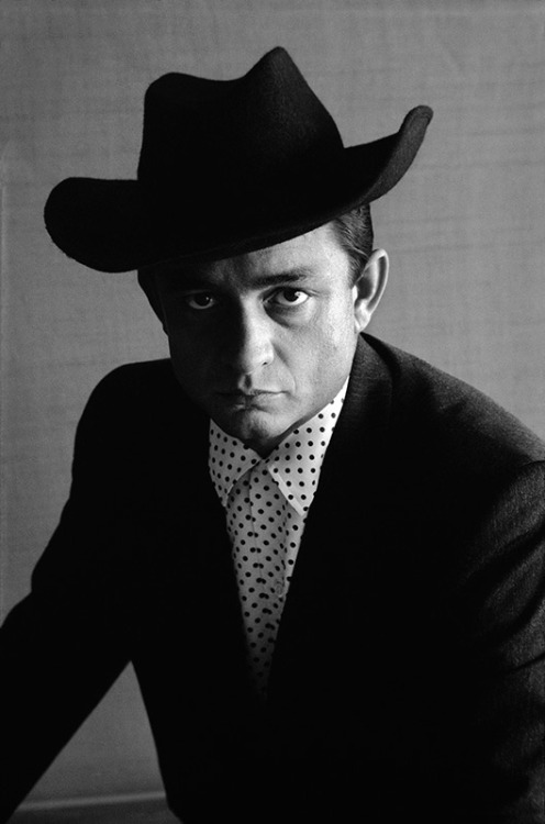 tornandfrayed:  Johnny Cash with a hat, by Don Hunstein.