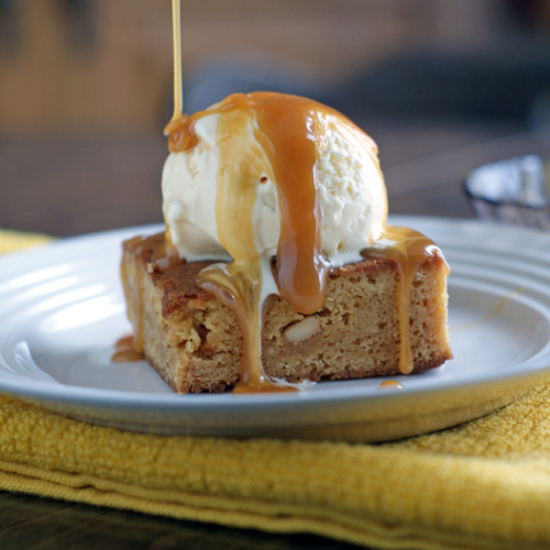 foodfuckery:  Caramel Cashew Blondies with Maple Butter Sauce Recipe  god. what a slut.