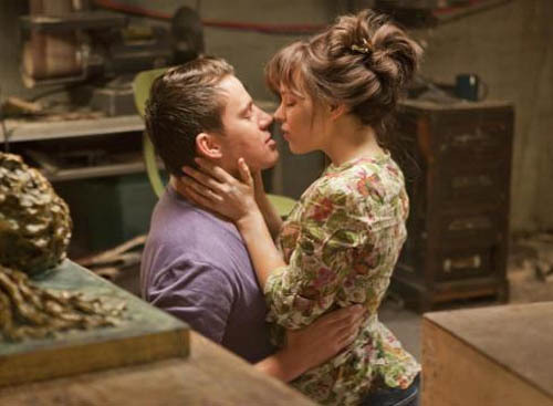 Channing Tatum and Rachel McAdams' The Vow tops the US box office Eight years after her rain-soaked smooches with Ryan Gosling in The Notebook caused audiences to swoon, Rachel McAdams has done it again with romantic drama The Vow…