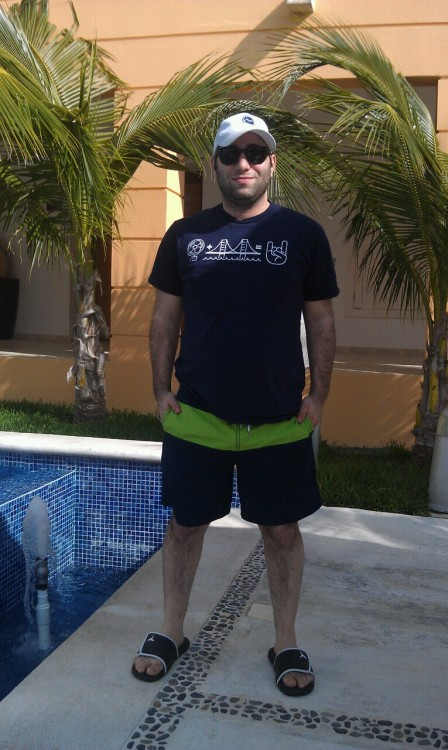 Rocking my other @fanbridge shirt in Cancun! Thanks @imnoah!