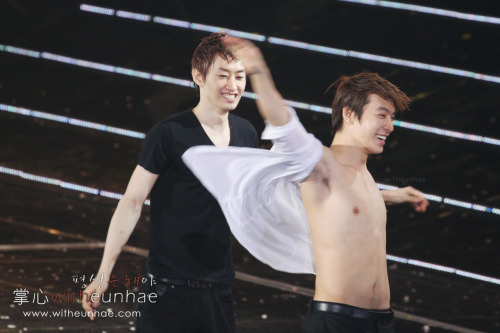 rurouneko:  superandyy:  EVERYTHING DONGHAE HAE CHEST HAE PITS HAE ABS HAE BELLY HAE FLABS HAE NIPPLES HAE HAPPY TRAIL HAE HAE HAE HAE OMG  WHAT IS VALENTINE I ONLY KNOW OF HAE!HAPPY TRAIL n_______n